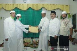 Sekda serahkan surat hibah fasum kepada Yayasan Al Muhajirin