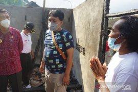 Pjs Bupati Karangasem kunjungi korban kebakaran di Desa Pempatan