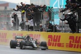 Hamilton raih gelar ketujuhnya di F1 dengan kemenangan di Turki