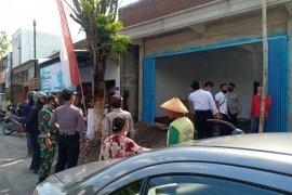 Seorang pekerja tewas tersengat listrik saat perbaiki rumah di Blitar