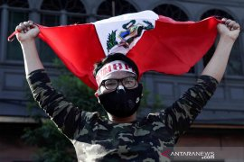 Peru melantik presiden baru setelah gejolak demo
