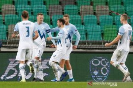 Slovenia dan Yunani menang, menyetel laga hidup mati promosi