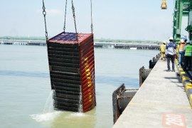 Kapal bermuatan 137 petikemas tenggelam di dermaga Teluk Lamong Surabaya