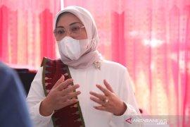 Menaker Ida Fauziyah terinfeksi COVID-19