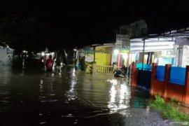 Puluhan keluarga delapan kampung di Cianjur ngungsi akibat banjir