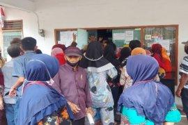 Warga abaikan Protokol Kesehatan di Dinas Perdagangan Tebing Tinggi