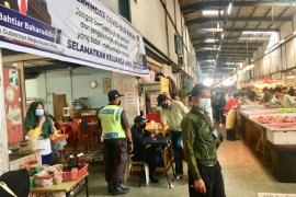 Masyarakat dihimbau berbelanja pada pedagang yang terapkan protokol kesehatan