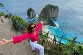 Selebritas Indah Kalalo promosikan keindahan Nusa Penida