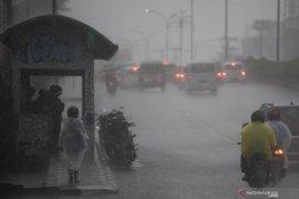 Hujan sedang hingga lebat berpotensi terjadi di sejumlah daerah