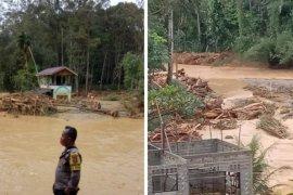 Sebuah areal wisata dan satu jembatan putus akibat banjir bandang