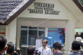 Presiden Jokowi Tinjau Simulasi Vaksinasi  COVID-19 Page 1 Small