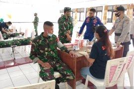 Polres dan TNI gelar donor darah peringati HUT ke-70 Korpolairud