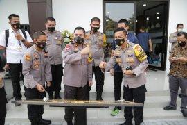 Kapolda Jatim resmikan Gedung Bulu Tangkis Tangguh Semeru