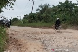 Perbaikan jalan di Kabupaten Penajam dilakukan bertahap