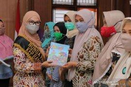 Bunda PAUD Babel bagikan 6.630 majalah anak usia dini di Bangka Selatan