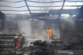 Kebakaran pabrik kasur di Cimahi