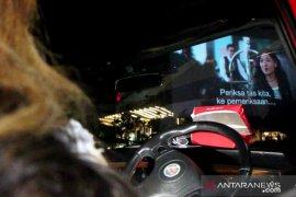 Sensasi nonton bioskop dari dalam mobil