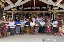 Pemkab-HSNI Tabanan bantu beras kepada 1.149 nelayan terdampak COVID-19