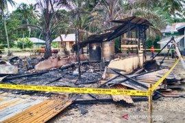 Tiga kios semi permanen di Trumon Aceh Selatan musnah terbakar