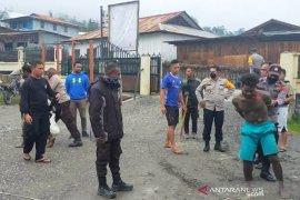 Serang polisi dengan parang  dua pria mabuk diamankan ke mapolres