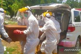 PMI Jember kehabisan hazmat untuk petugas pengantar jenazah COVID-19
