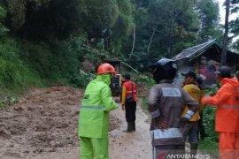 Jalur selatan Cianjur  keempat kalinya diterjang longsor