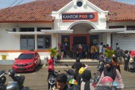 Kantor Pos Cianjur salurkan 96.274 bansos provinsi, 65 dikembalikan
