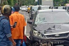 Seorang ojek online tewas setelah  tertabrak dan terseret mobil