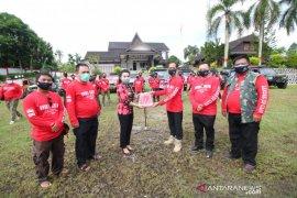 Klub Jip Landak salurkan bantuan masker dan vitamin kepada masyarakat