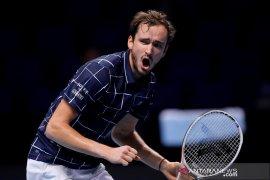 ATP Finals: Singkirkan Nadal, Medvedev tantang Thiem di partai puncak
