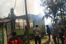 Sembilan unit rumah di asrama Koramil Sentani ludes terbakar