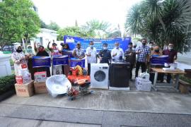 Wali Kota serahkan bantuan alat kerja untuk industri rumahan
