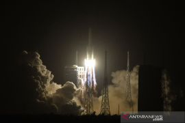 Puing-puing  roket China masuk atmosfer