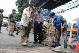Satpol PP Kota Bandung denda 17 pelanggar protokol kesehatan