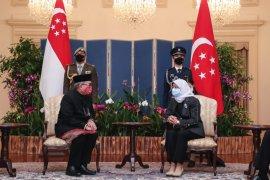 Presiden Singapura menerima surat dari Suryo Pratomo