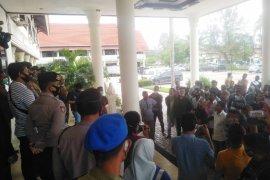 Maraknya pukat trawl, puluhan nelayan datangi Kantor Bupati Aceh Utara