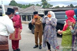 Wali Kota Pangkalpinang bangga disambut warga Tuatunu dengan adat Melayu