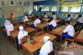 Belajar mengajar tatap muka di Karawang dimulai Januari 2021