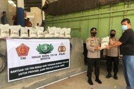 Buddha Tzu Chi serahkan bantuan 100 ton beras melalui Polda Jambi