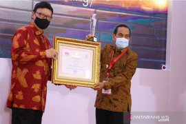 Bupati Sijunjung terima penghargaan Top45 inovasi layanan publik