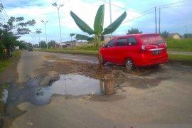 Terkait jalan ditanami pohon pisang, ini kata Dinas PUPR Kota Lhokseumawe