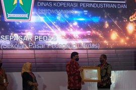 """Program """"Sepasar Pedas"""" Kota Malang raih penghargaan Inovasi Pelayanan Publik"""