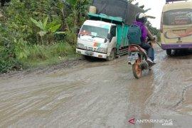 Ruas jalan provinsi di Marjandi Embong Simalungun hancur
