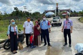 KJRI Kuching bantu pulangkan seorang ibu muda beserta anaknya