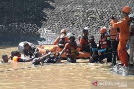 Tim SAR gabungan Sukabumi temukan korban kecelakaan sungai