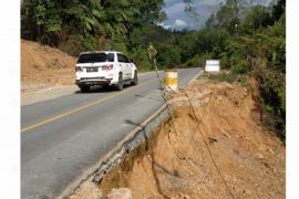 Ruas jalan nasional di Sulang Kapuas Hulu terancam putus akibat longsor