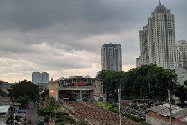 BMKG prakirakan hujan disertai angin siang ini di Jakarta