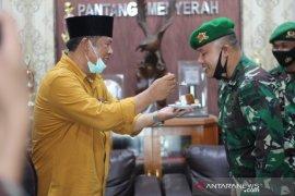 Wali Kota Padangsidimpuan beri kejutan kepada  Yonif 123 Rajawali