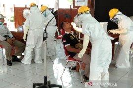 Aparat TNI-Polri mendukung puskesmas menjalankan 3T untuk mengatasi COVID-19