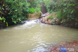 Tim SAR Kabupaten Sukabumi temukan korban tenggelam di Curug Ngeubul